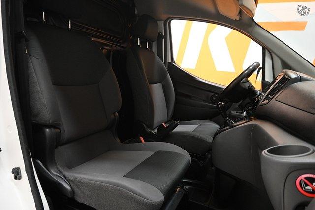 Nissan NV200 16
