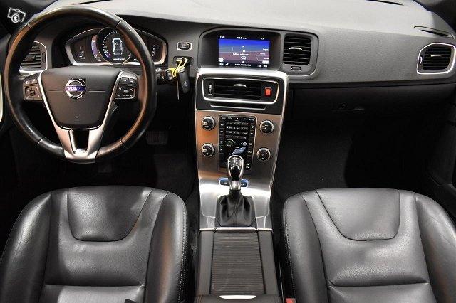 Volvo V60 11