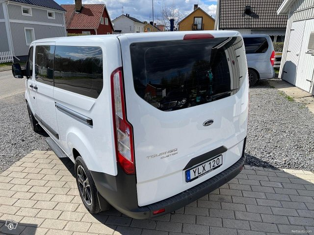 Ford Tourneo Custom 24