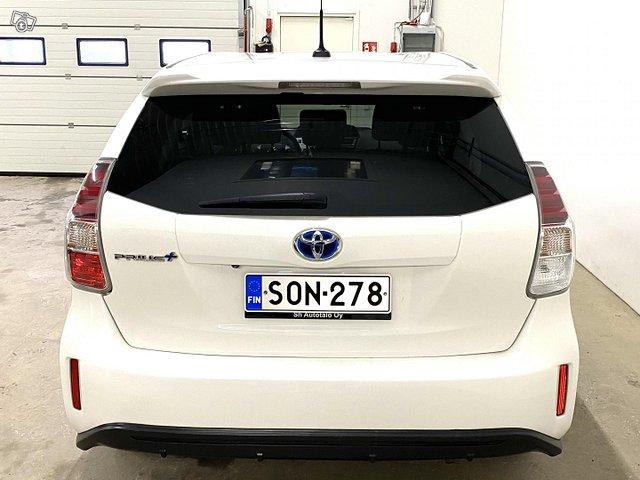 Toyota Prius+ 8