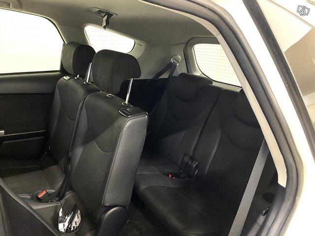 Toyota Prius+ 12