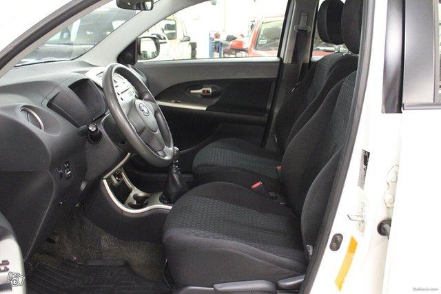 Toyota Urban Cruiser 7