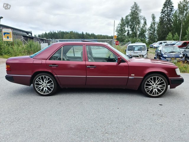 Mercedes-Benz 200 2