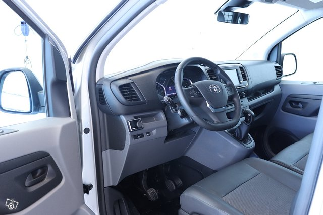 Toyota Proace 11