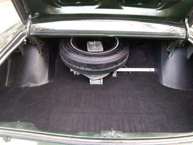 Chrysler New Yorker 18