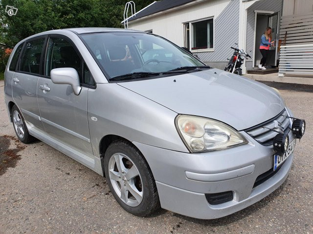 Suzuki Liana 4