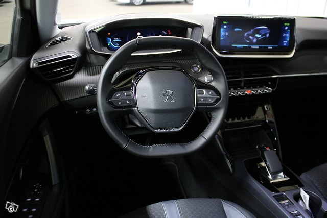 Peugeot E-2008 7