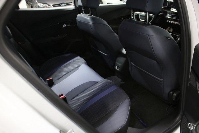Peugeot E-2008 10