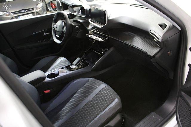 Peugeot E-2008 11