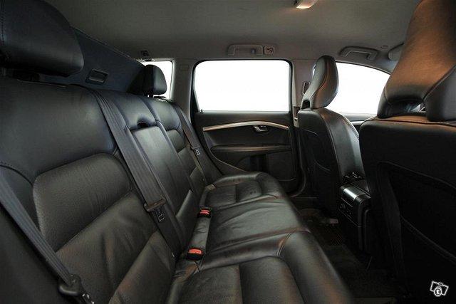 Volvo V70 13