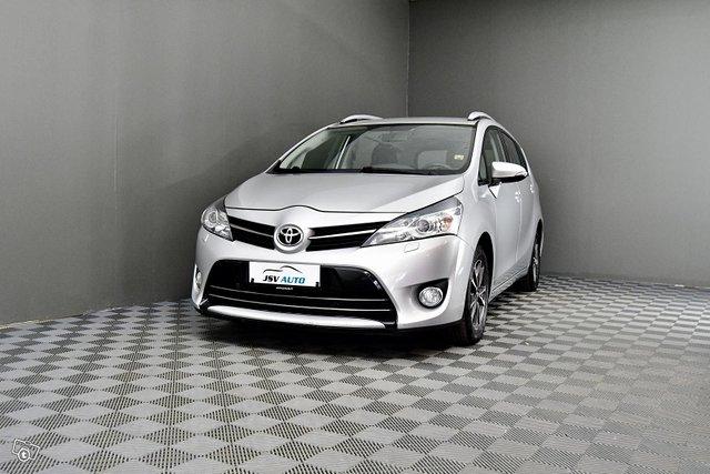 Toyota Verso 2