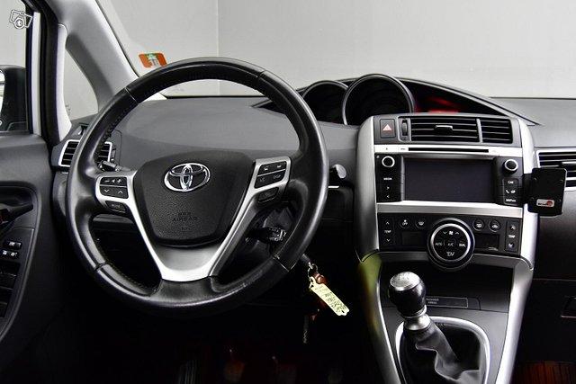 Toyota Verso 6