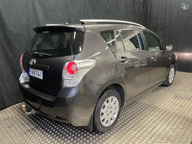 Toyota Verso 3