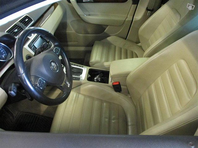 Volkswagen Passat 9