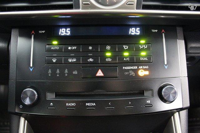 Lexus IS 19