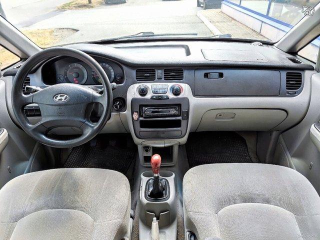 Hyundai Trajet 9