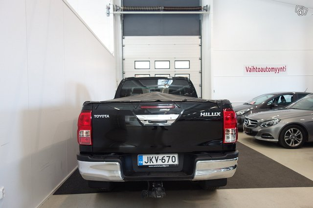 Toyota HILUX 9