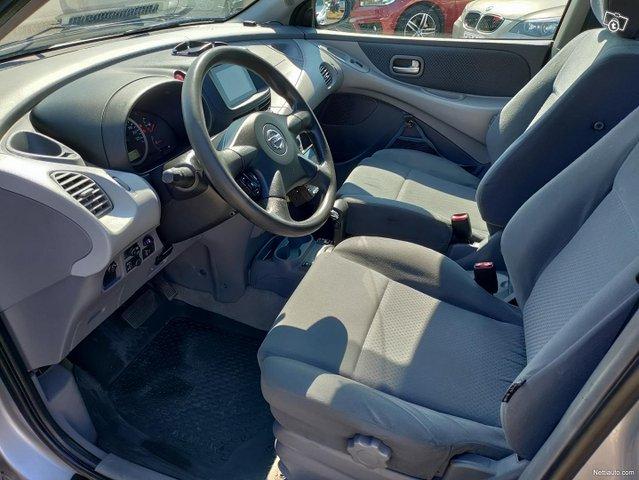 Nissan Almera Tino 7