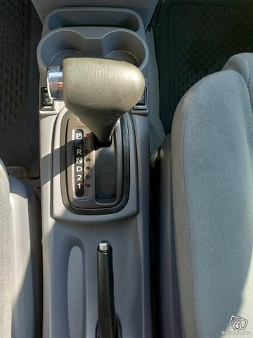 Nissan Almera Tino 11