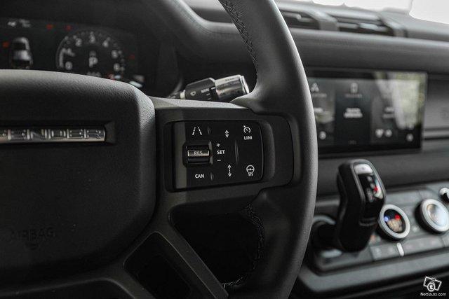 Land Rover Defender 13