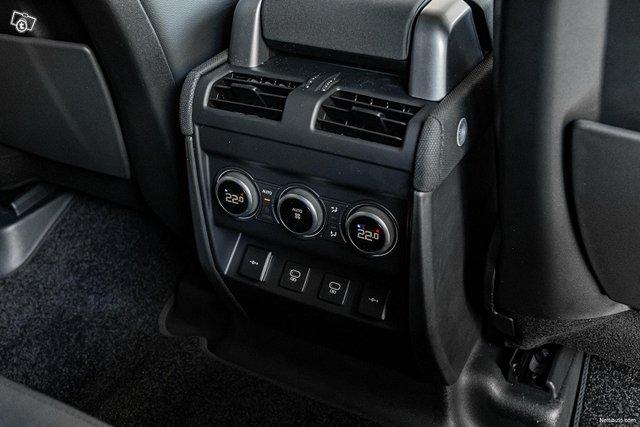 Land Rover Defender 17