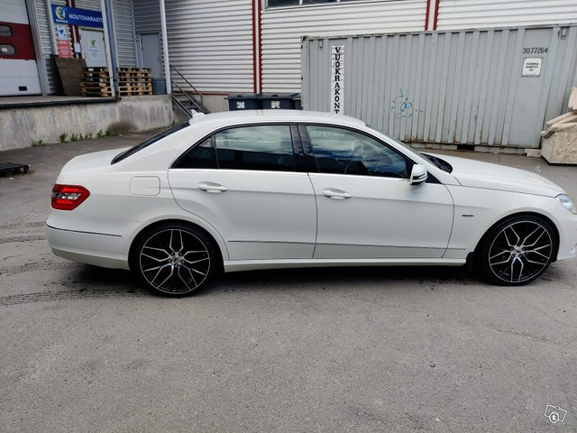 Mercedes-Benz E-sarja 4