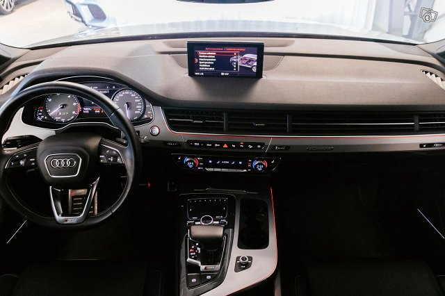 Audi SQ7 8