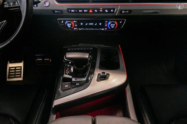 Audi SQ7 24
