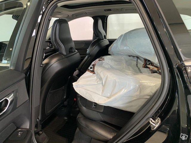 Volvo XC60 8
