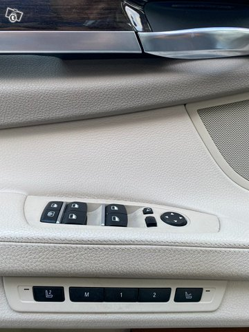 BMW 7-sarja 9