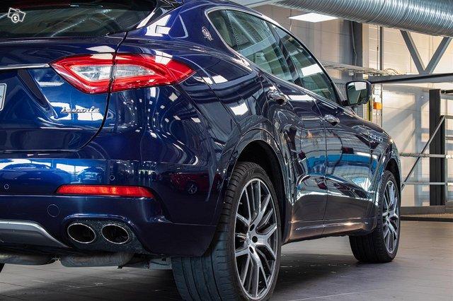 Maserati Levante 5