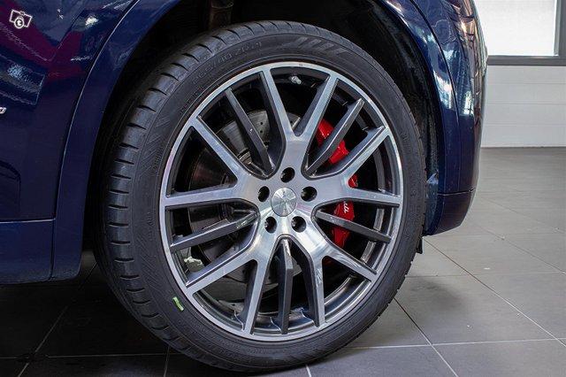 Maserati Levante 6