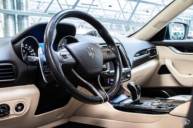 Maserati Levante 12