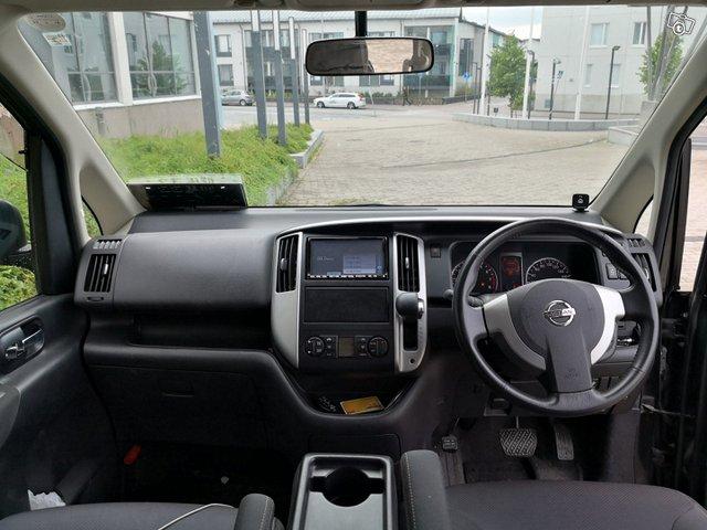 Nissan Serena 9