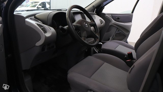 Nissan Almera Tino 12