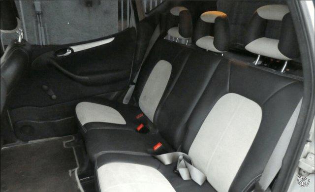 Mercedes-Benz A 210 2