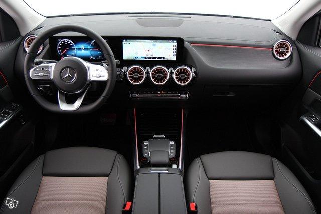 Mercedes-Benz EQA 11