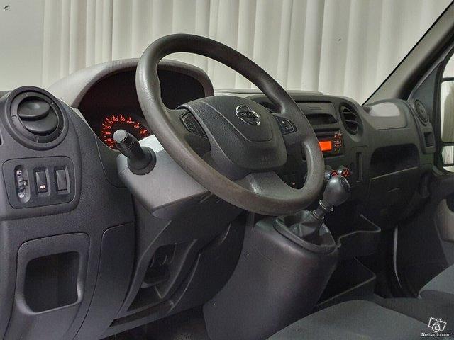 Nissan NV400 16