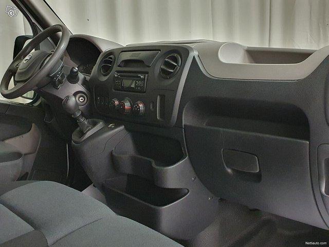 Nissan NV400 18