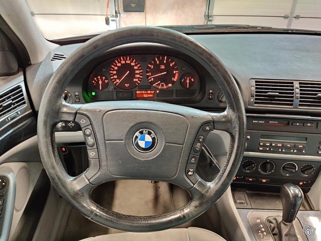 BMW 523 10