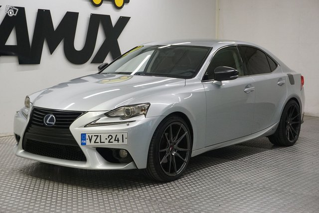 Lexus IS 8