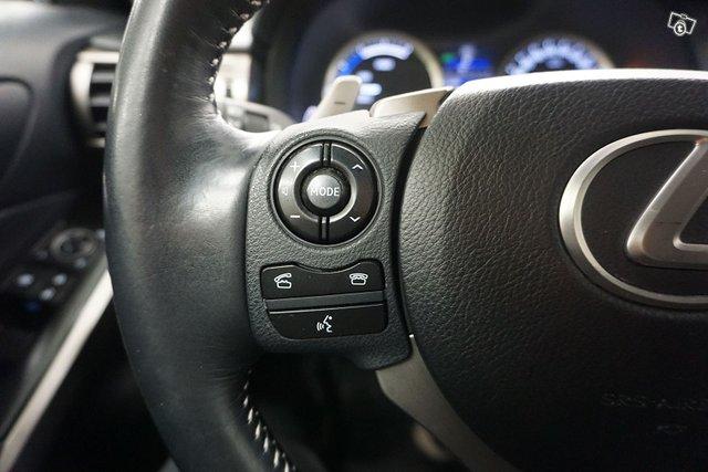 Lexus IS 22