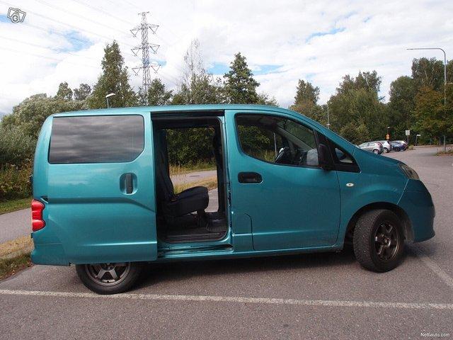 Nissan NV200 8