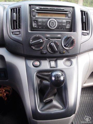 Nissan NV200 10