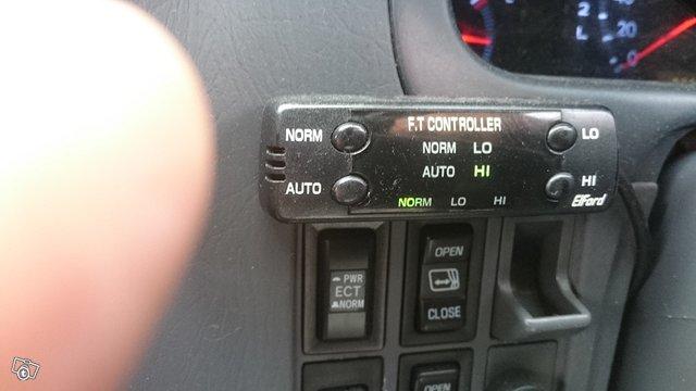 Toyota Granvia  12