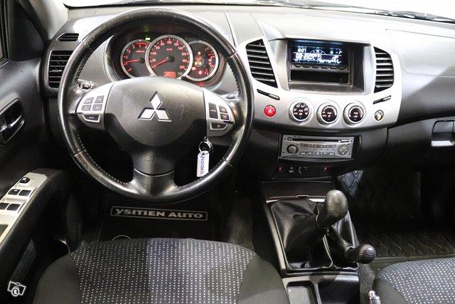 Mitsubishi L200 12