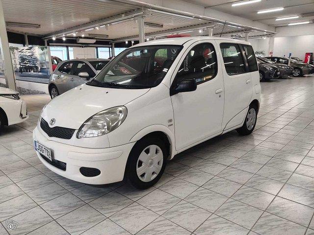 Toyota Yaris Verso 1