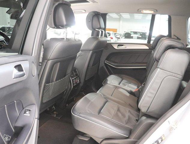 Mercedes-Benz GL 16