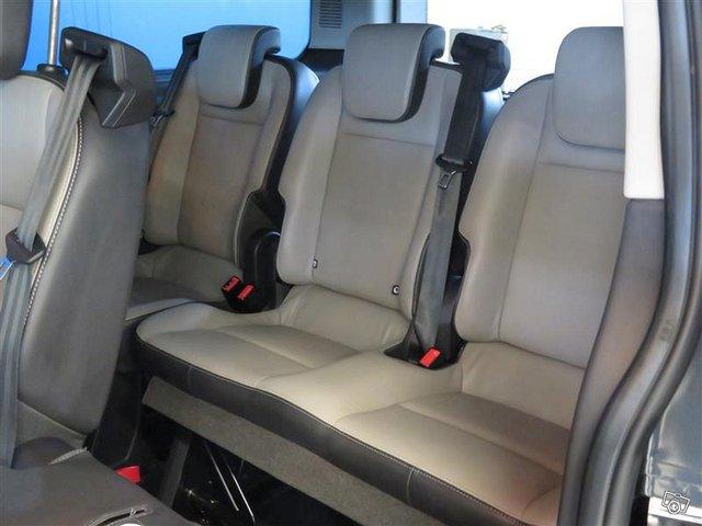 Ford Tourneo Custom 6