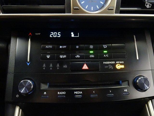 Lexus IS 21